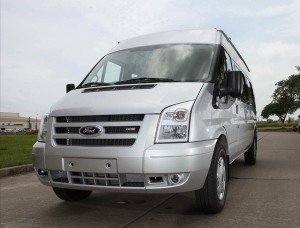 Ford Transit Luxury Mới